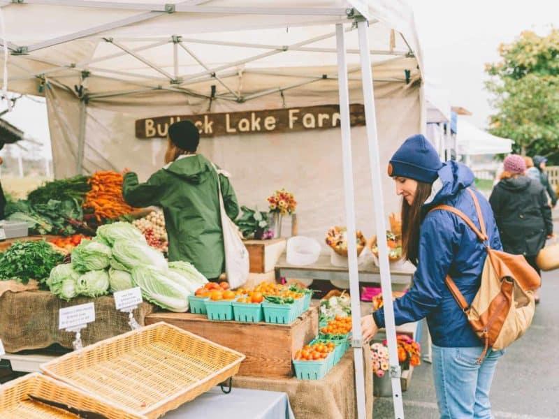 farmers-market-shopping