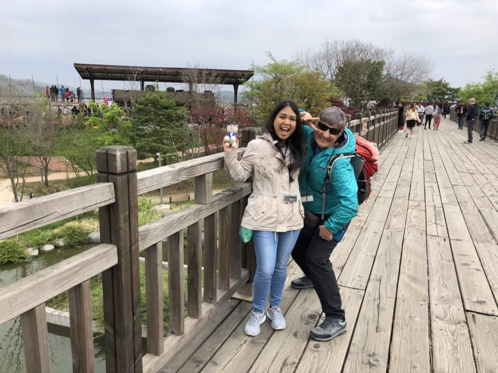 travel-in-korea-social-and-confident
